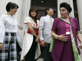 Imelda Marcos, right, with her children at the Supreme Court in Manila. / Aaron Favila / AP