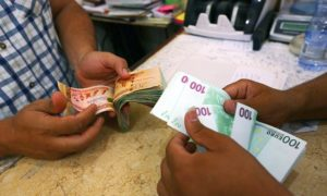 Currency is exchanged in Tripoli. /Mahmud Turkia/AFP/Getty Images