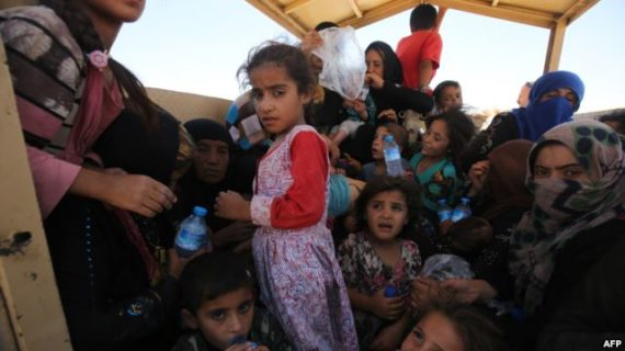 Reports: ISIL takes thousands of fleeing villagers as human shields in northern Iraq