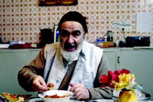 Iranian dissident cleric, Grand Ayatollah Hossein Ali Montazeri, at his home in 2005 in Qom, Iran. / Majid Saeedi / Getty Images