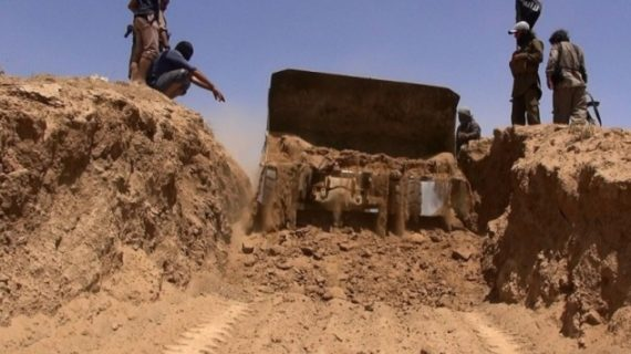 ISIL digs moat around Mosul in preparation for Iraqi army offensive