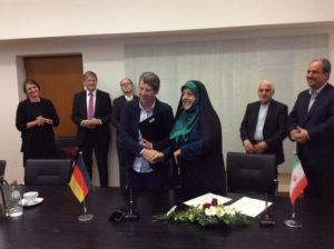 Iranian Vice President Masoumeh Ebtekar shakes hands with German Minister for the Environment Barbara Hendricks. /Twitter