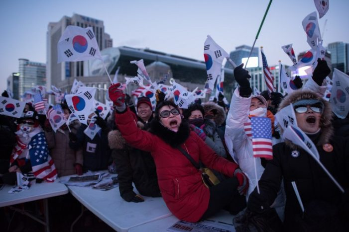 Anti-impeachment rallies gather steam in Seoul