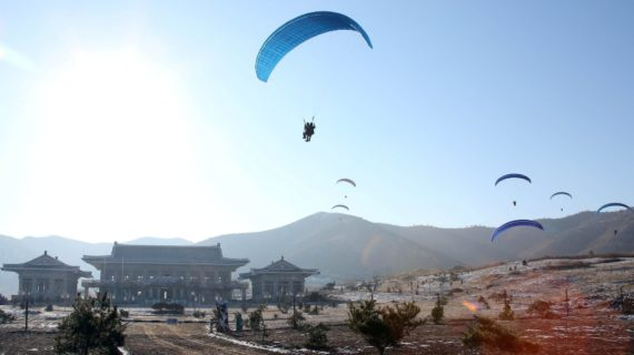 N. Korean special forces drill: Paraglider infiltration of Joint Forces Command
