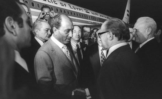 Israeli defense minister urges Arab leaders to follow Sadat's example