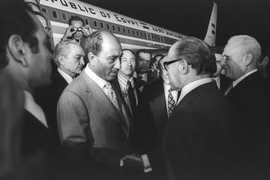 Israeli defense minister urges Arab leaders to follow Sadat's example