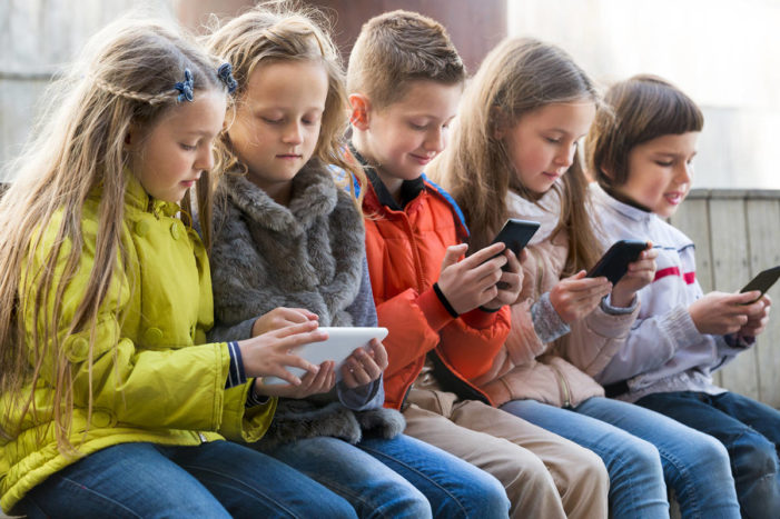 C'est la vie! France lowers the boom on kids using mobile phones in school