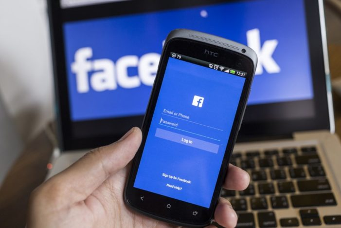 Facebook dramatically increases advertising revenues as reader usage declines