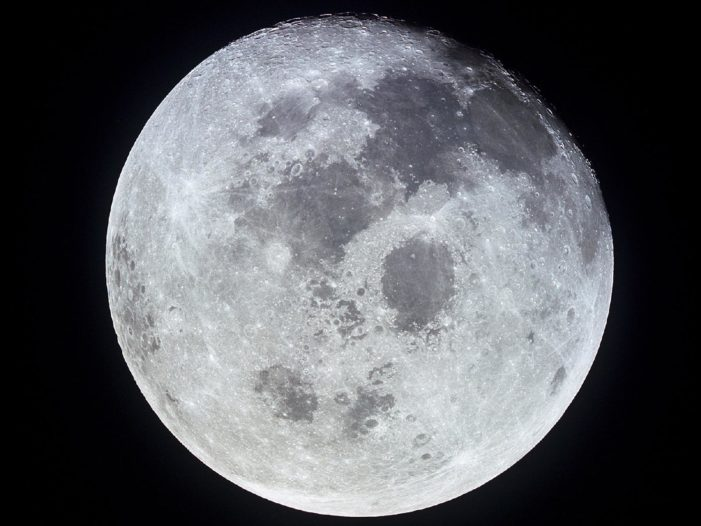 China weighs 'lunatic plan': A permanent manned moon base