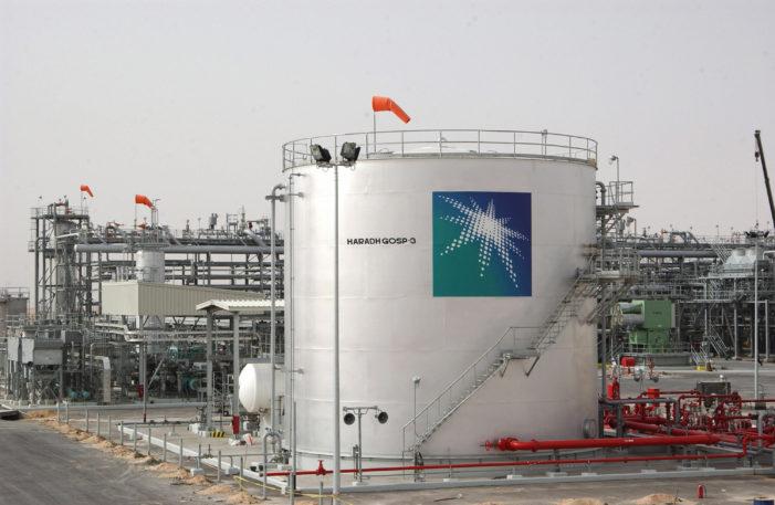 Saudi pumping oil at record levels as U.S. frackers cut back