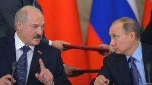 Belarusian President Alyaksandr Lukashenka with Russian leader Vladimir Putin in Moscow in December 2015. / Sputnik