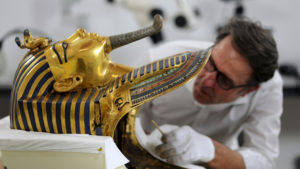 German conservator Christian Eckmann works on the restoration of the golden mask of King Tutankhamun at the Egyptian Museum in Cairo. /Reuters
