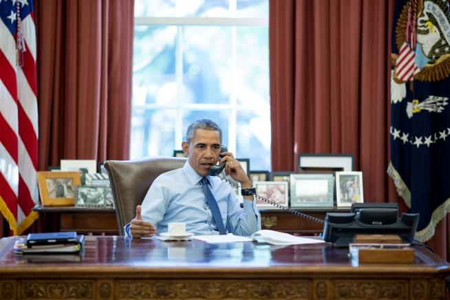 Obama puts his presidential records off-limits for 12 years