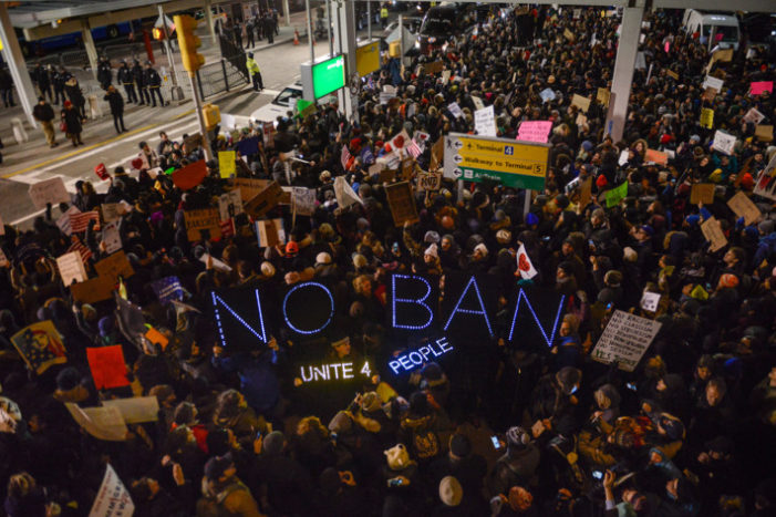 Mideast passengers scramble to enter U.S. after judge overturns travel ban