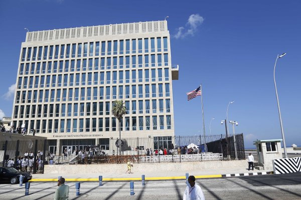 U.S. issues travel warning for Cuba, pulls staff after mystery attacks