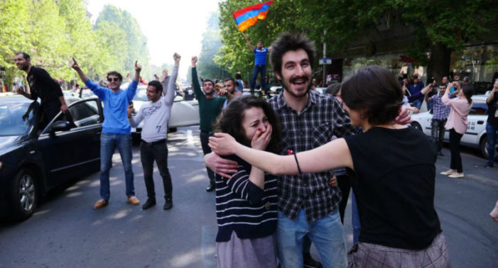 Armenian PM Sarkisian resigns, thousands celebrate in Yerevan