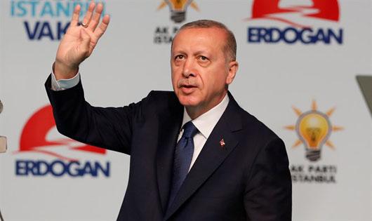 Turkey's government scrambles amid showdown crisis with U.S.