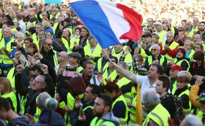 Free fall for 'Jupiter': French Yellow Jackets sting Macron