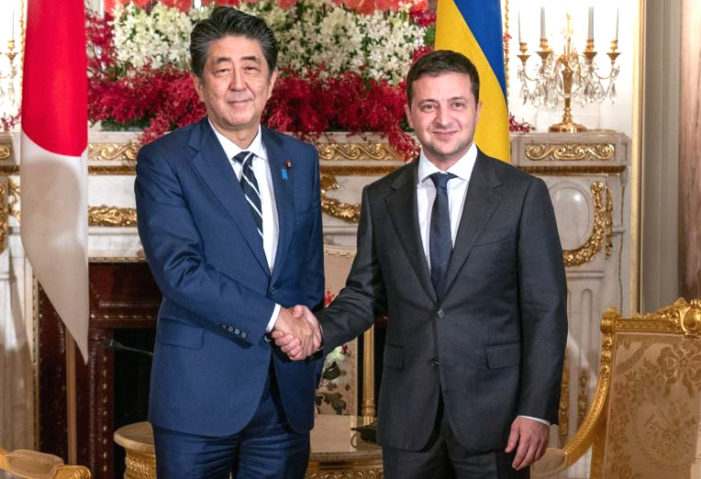 Visiting Zelenskiy discusses infrastructure projects with Japan's Abe