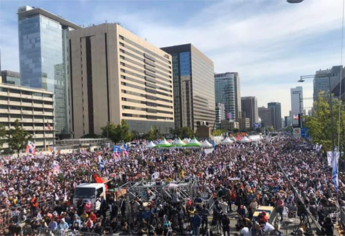 Massive conservative protests rock Seoul government; Powerful leftist resigns