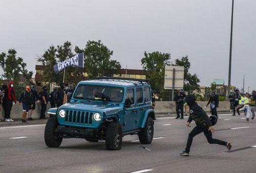 Rioters shoot comrades while aiming at car driving through mob