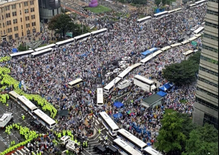 Angry conservative demonstrators in Seoul manhandle police, demand president's resignation